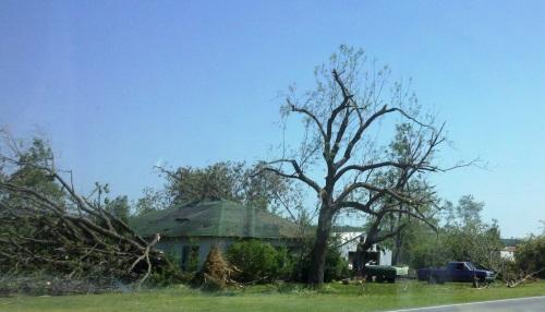 tornado damage in Vilonia AR